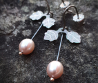 Linnea-earrings-leaf-freshwaterpearl-pink-titanium